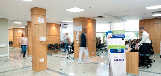 Revista Lide entrevista diretor de Clínicas do Grupo Leforte, Fernando Ramos, sobre o cuidado do hospital com o bem-estar do paciente. (págs. 62-66)