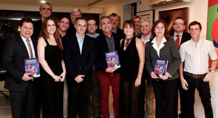 Lançamento de livro reúne médicos, em São Paulo