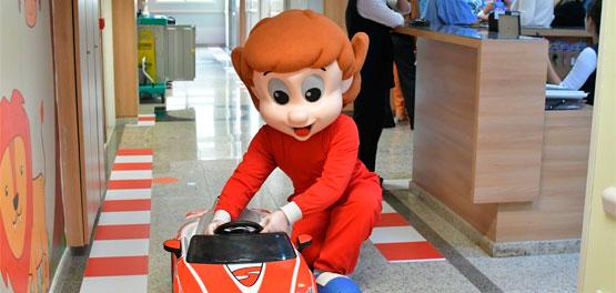 Em reportagem sobre o Dia das Crianças, Diário do Grande ABC destaca visita de Senninha ao HMCG.