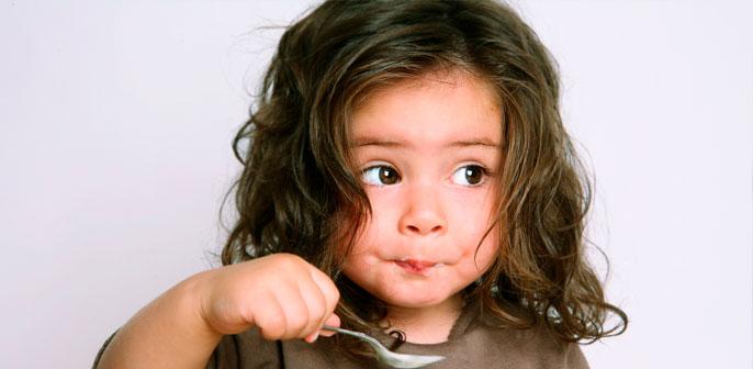 Reportagem do Metro Jornal traz dicas da pediatra Talita Rizzini sobre como evitar que crianças comam demais na quarentena