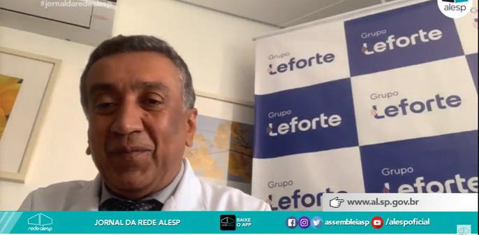 Dr. Ivan Marinho, infectologista do Leforte Liberdade, fala sobre a covid-19 em idosos para a Rádio e TV Alesp
